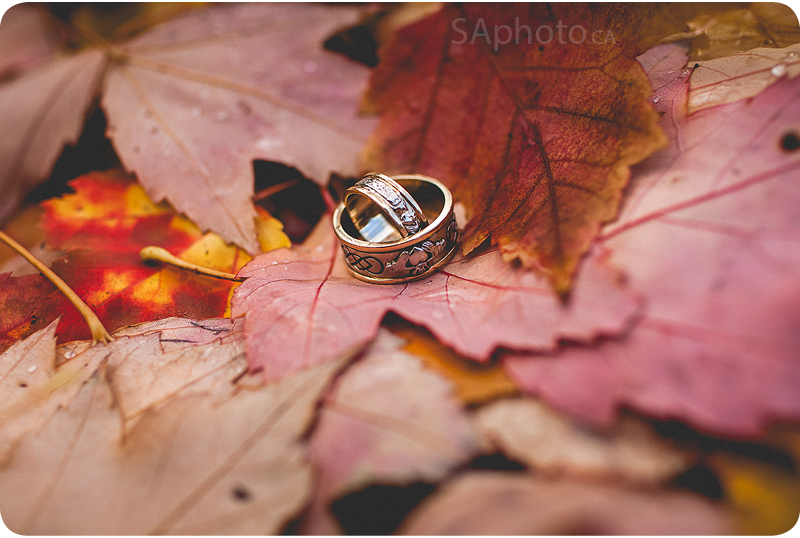 09-wedding-rings-on-maple-leaves