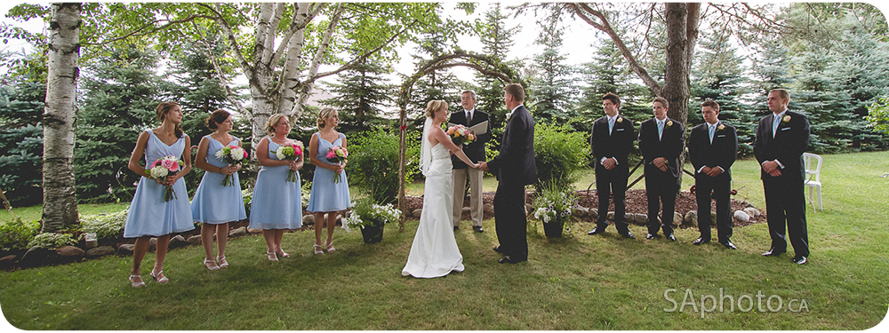 26-wedding-party-outside-vows