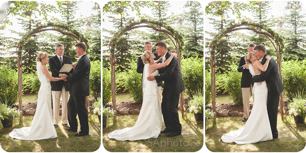33-kissin-couple-wedding-outside-ceremony