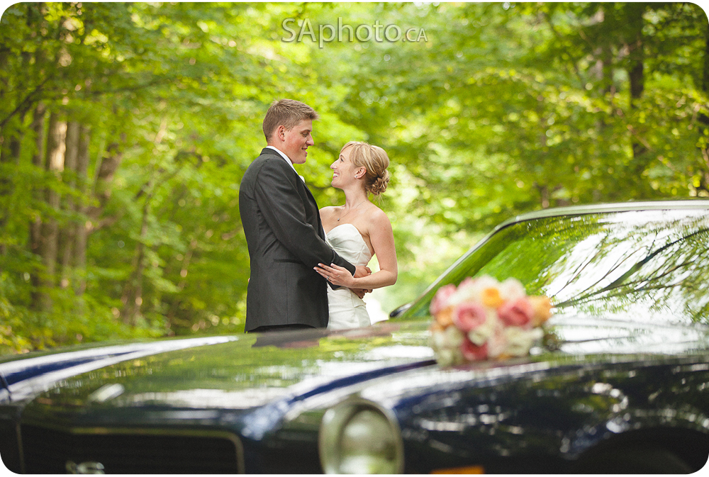 68-wedding-photo-mustang-flowers