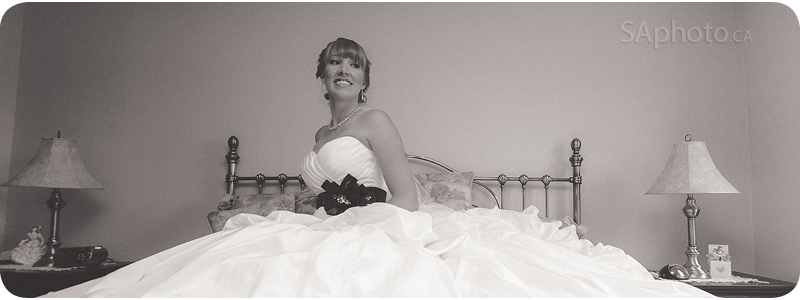 038-bride-on-bed