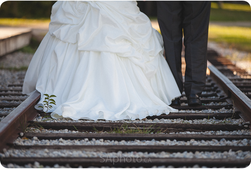 081-wedding-couple-on-train-tracks