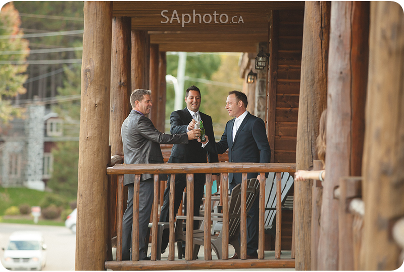 24-grand-lodge-hotel-groomsmen-on-balcony