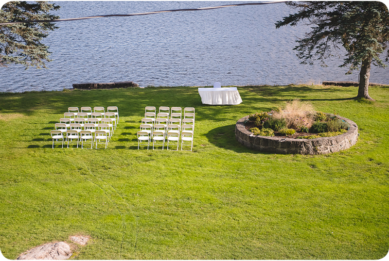 29-le-grand-lodge-outside-wedding-chairs