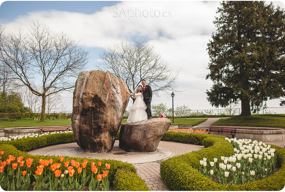 045-rosetta-mclean-gardens-wedding-couple