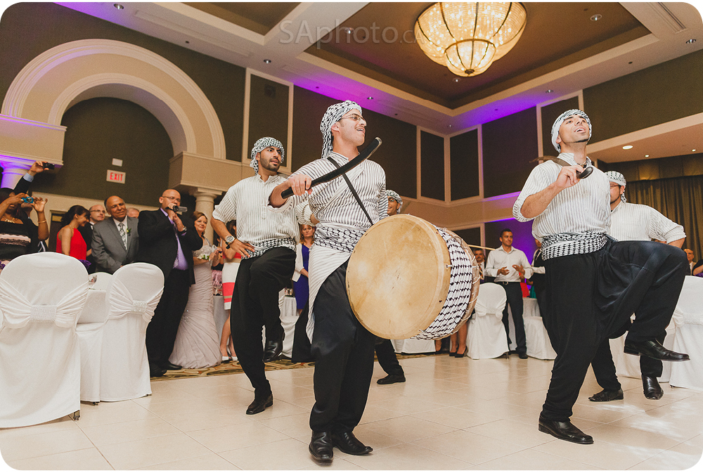 081-arabic-dance-performance-at-wedding