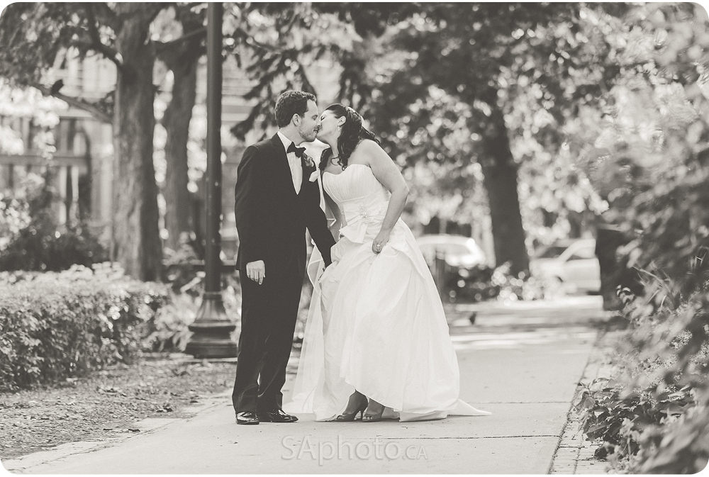 0038-st-james-park-toronto-wedding-pictures